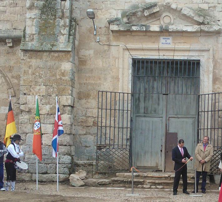 Alcalde inaugurando la Exposición